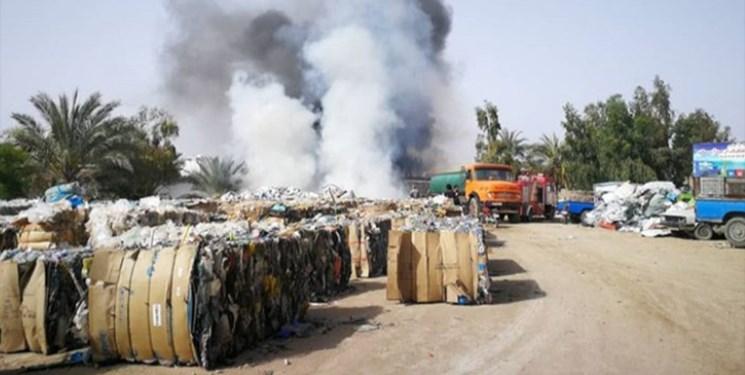آتشسوزی انبار بازیافت زباله در گناوه مهار شد+ فیلم