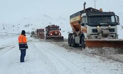 بارش ۲۰ سانتی متری برف در ارتفاعات خلخال/ راهداران به حالت آماده باش درآمدند