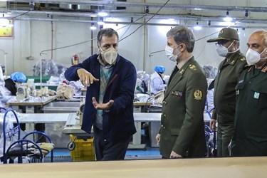بازدید وزیر دفاع از کارخانه تولید ماسک های پیشرفته فیلتردار یونی