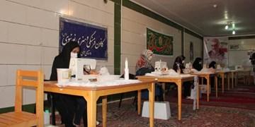رویارویی بچههای مسجد با کرونا/ از تولید ماسک تا توزیع بستههای غذایی میان محرومان