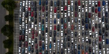 صفهای طویل هزاران خودرو برای دریافت کمک غذایی در ایالت تگزاس