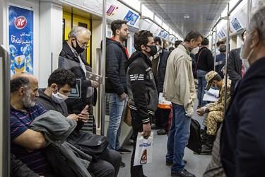 ازدحام مسافران در خط چهار مترو