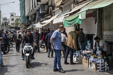 دستفروشهای مستقر در حواشی میدان امام خمینی (ره)