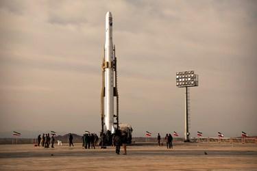 ماهواره بر ۳ مرحله ای قاصدکه اولین ماهواره نظامی ایران را به فضا پرتاب کرد.