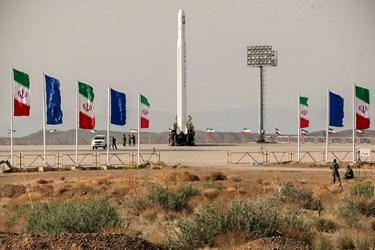 نمایی از ماهواره بر ۳ مرحله ای قاصد در کویر مرکزی ایران