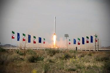 لحظه پرتاب نخستین ماهواره نظامی ایران