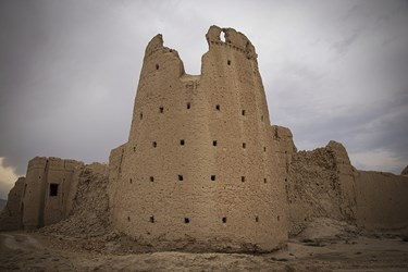 تنها برج باقیمانه قلعه که برای دیده بانی کاربرد داشته است که به مرور در حال تخریب میباشد
