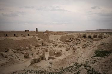 به مرور زمان بناهای اطراف قلعه به طور کامل تخریب شده است