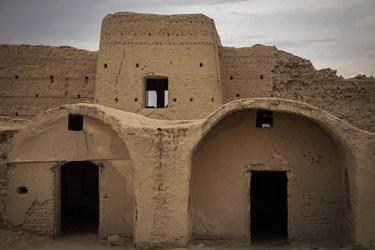 قلعه تاریخی روستای جهانآباد شهرستان سرخه یکی از قلاع با کاربری و ساختار فنی نظامی و مسکونی مربوط به دوران صفوی و تیموری است