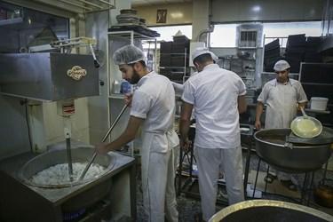 تا به حال 150 سال از پخت زولبیا بامیه در ایران گذشته است و الان هم این خوراکی  در شهرهای ایران در قنادی ها فروخته می شود و خوراکی محبوب در ماه رمضان است.