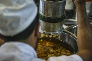 تولید و مصرف این شیرینی در گستره وسیعی از جهان شامل شرق آسیا، خاورمیانه و شمال آفریقا رواج دارد.