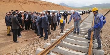 بازدید استاندار کردستان از عملیات ریلگذاری راهآهن همدان ـ سنندج