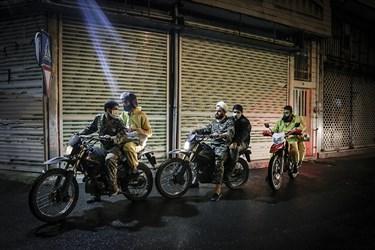 جهادگران محله شهید هرندی با تهیه مواد ضدعفونی روزی دوبار به طور کامل  محله هرندی  را ضدعفونی و گندزدایی میکنند.