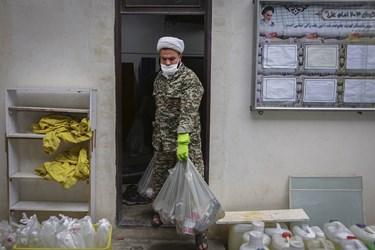 توزیه 200 بسته مواد غذایی در محله هرندی تهران