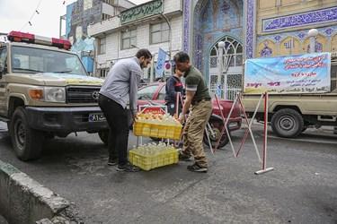 مسجد الهادی(ع) در محله شوش تهران هیچوقت تعطیل نیست و همه برای جهاد علیه شکست کرونا تلاش می کنند.
