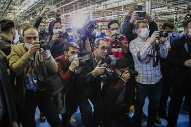 عکاسان تبریزی حاضر در مراسم  افتتاح خط تولید موتور دیزل 355 و 457 خودرو های تجاری ایدم با حضوردکتر رضا رحمانی وزیر صنعت ، معدن و تجارت /تبریز