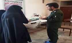 اقدام جهادی بانوی بسیجی رفسنجان با راهاندازی کارگاه تولید ماسک در منزل