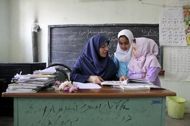 تدریس پایه اول دبستان در روستاهای مازندران