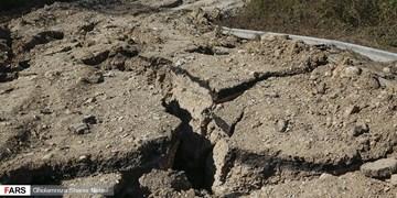 کوهتراشی برای نجات جان 4 فرد گرفتار شده در جاده ریزشی مرزن آباد+ فیلم و عکس
