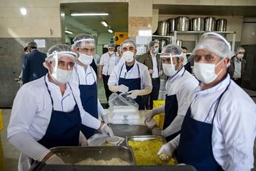 پرسنل جهادی آشپزخانه آشپزخانه مهدوی قرارگاه خاتمالانبیاء