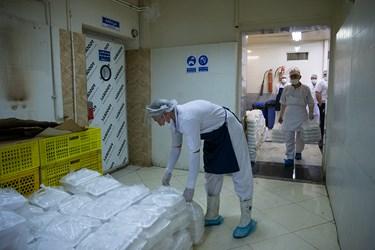 انتقال غذاهای بسته بندی شده به انبار توزیع