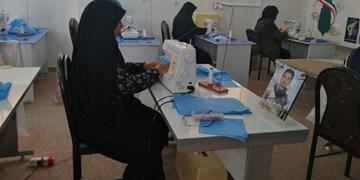 آرزوی مادر شهید مدافع حرم در کارگاه تولید ماسک برآورده شد