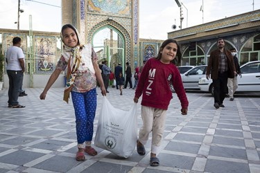 توزیع بسته های معیشتی به کودکان کمبرخوردار