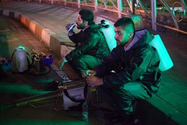 استراحت نیروها پس ازاتمام عملیات ضدعفونی امامزاده صالح و بازار سنتی تجریش