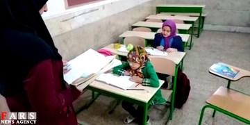 کلاس درس دونفره خانم معلم قزوینی/ از تدریس روزانه حضوری به دانش آموزان تا کمک مؤمنانه