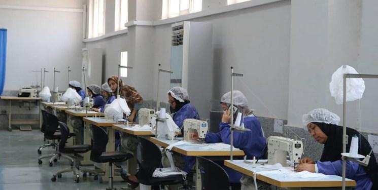 افتتاح کارگاه جهادی شهدای ناوچه کنارک در بندرعباس/ توانمندسازی زنان سرپرست خانوار برای ساخت ماسک و گان + عکس