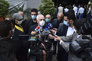 مصاحبه مطبوعاتی محمد جواد ظریف وزیر امور خارجه در حاشیه مراسم یادبود مرحوم حسین کاظمپور اردبیلی