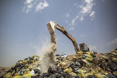 دفن زبالههای کرونایی در محل مخصوص /شهر کهریزک