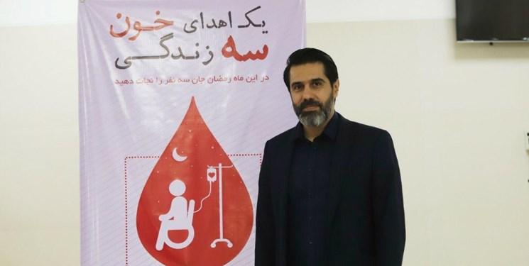 مدیر تیم فوتبال پرسپولیس در مرکز انتقال خون