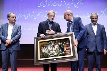 تکریم علی لاریجانی در سه دوره نمایندگی مردم قم در مجلس توسط نماینده شورای شهر قم