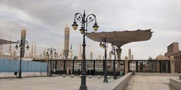 حضور زائران پشت درهای بسته مسجدالنبی (ص) +عکس