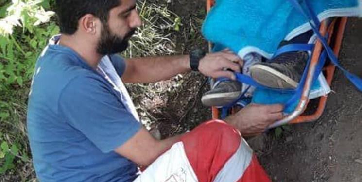 امدادرسانی به بانوی حادثهدیده در ارتفاعات آبشار آلوچال
