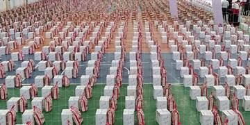 عطر «مواسات» همچنان ادامه دارد/ توزیع 1000 بسته معیشتی توسط «جمعیت هلال احمر» هرمزگان + عکس