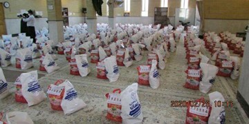 اهدای بستههای معیشتی به کیوسکداران شاهرودی