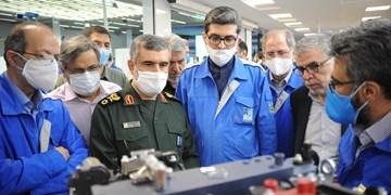 فرمانده نیروی هوافضای سپاه از نمایشگاه دستاوردهای ایران خودرو بازدید کرد