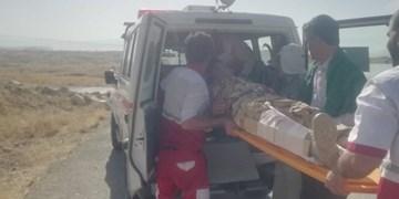هلال احمر به کمک خائیز شتافت/انتقال مصدوم در آتش سوزی جنگل+تصاویر