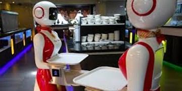 خدمتکاران این هتل ربات هستند