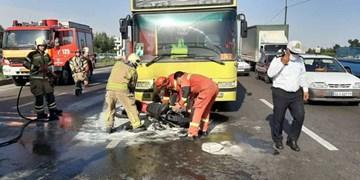 برخورد شدید اتوبوس با موتورسیکلت سه مصدوم بر جای گذاشت