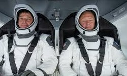 دراگون فضانوردان را به فضا برد