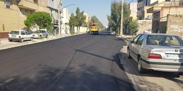 فارس من| عملیات آسفالتریزی در معابر همدان در حال انجام است