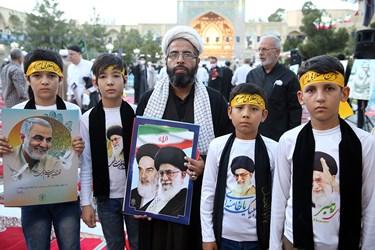 حضور نوجوانان افغانستانی همراه با روحانیون در مراسم بزرگداشت یوم الله 15 خرداد در مدرسه فیضه