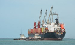 درخواست گزینه نظامی برای وادار کردن ائتلاف سعودی به آزادکردن کشتیهای سوخت یمن