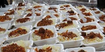 آغاز توزیع غذای گرم در محلههای محروم مراغه/ گندزدایی مکانهای پرترددبا افزایش مبتلایان به کرونا
