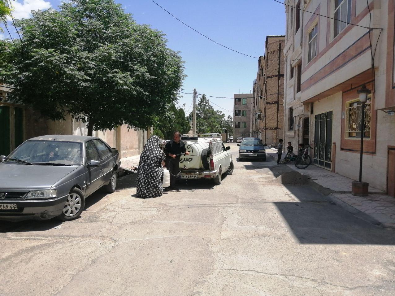 اینجا غیزانیه نیست؛ مردم دبه به دوش د ر۲۰  کیلومتری تهران