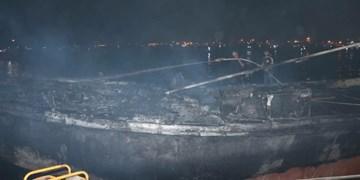 آتشسوزی لنجها در بندرکنگ/ 7 شناور و 3 قایق در آتش سوختند + فیلم و عکس