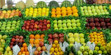 قیمت میوه علیرغم قول مسؤولان پایین نیامد+ جدول